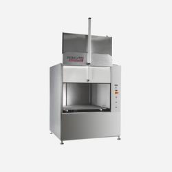 Frontlader Clean-o-mat FR von PERKUTE für die robuste Reinigung von großen Bauteilen und Kleinserienteilen in der industriellen Teilereinigung.